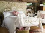 Декорируем спальню своими руками