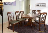 Складной обеденный стол в гостиной