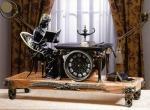 Напольные часы в интерьере комнаты