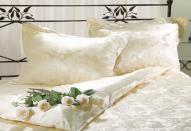 Какую роль играют подушки в создании интерьера спальни