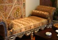 Старинная мебель в интерьере квартиры